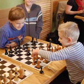 Tříkrálová šachová simultánka 6.1. 2012 v Pizza Coloseum v Průhonicích